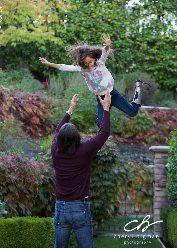 Dad-Throwing-Daughter-Up-in-the-Air